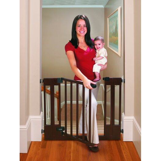 Summer Infant Sure and Secure Deluxe Top Of Stairs Wood Walk-Thru Gate
