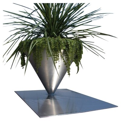 Planter with Ground Plate