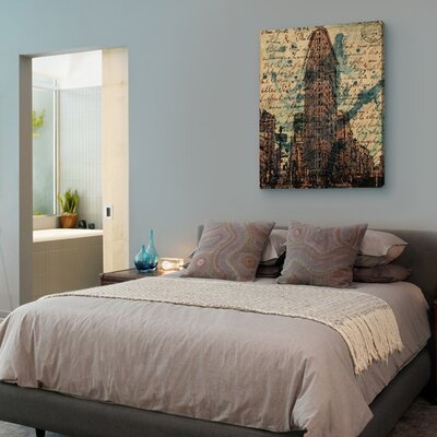 """Oliver Gal """"Flat Iron"""" Graphic Art on Canvas"""