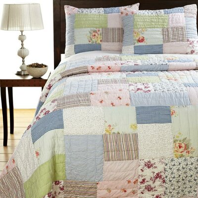 Amity Home Lattice Patchwork Quilt Set
