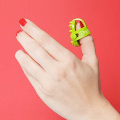 Kikkerland Thumb-Easer