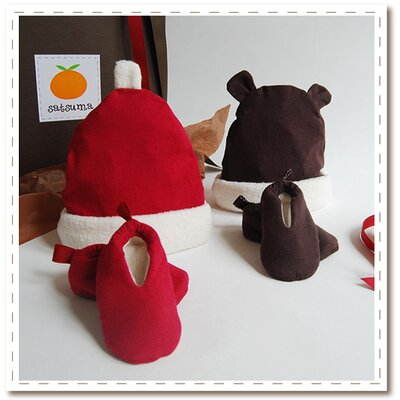 Satsuma Designs Organic Holiday Hat & Bootie Set for Baby (0-6 mo.)
