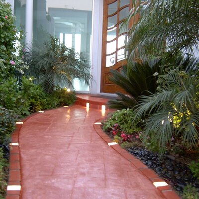 Argee Corporation Let's Edge It! Decorative Plastic Brick Edging with 6 Solar Lighted Bricks