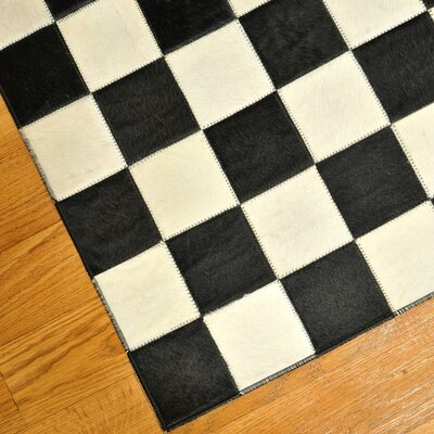 Checkered area rug black and white for Checkered carpet black and white