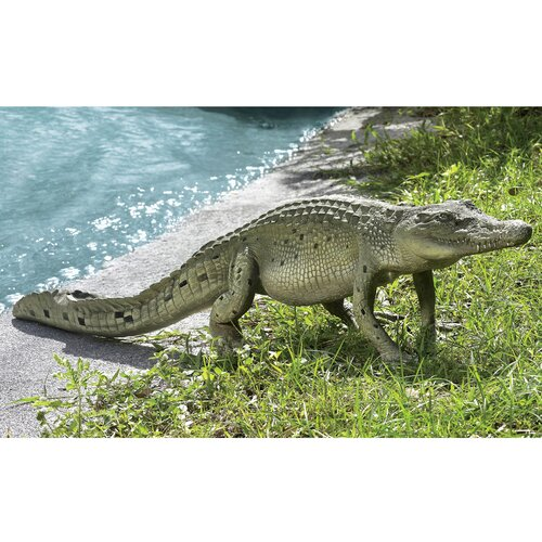 Design Toscano The Grand Scale Wildlife Animal Walking Crocodile Statue