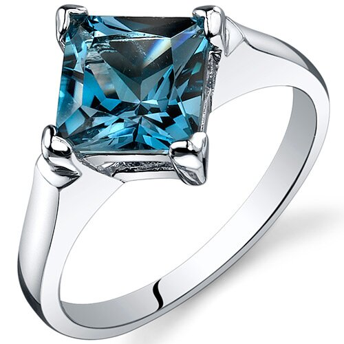 Striking 2.50 carats Engagement Ring in Sterling Silver