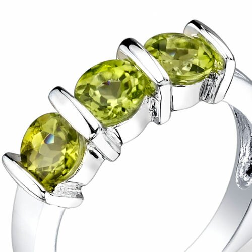 Oravo 1.75 carats Round Cut Peridot Ring in Sterling Silver