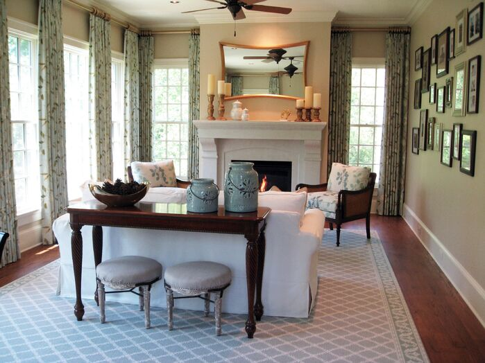 Traditional Living Room photo by Joanne Rodríguez Interior Design