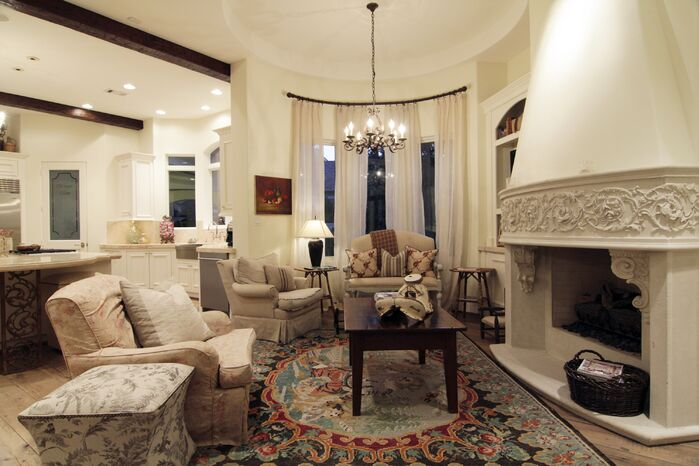 Traditional Living Room photo by Roseanette Interior Designs