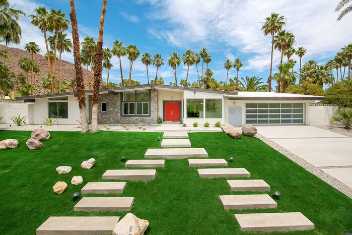 Modern Exterior/Patio photo by H3K Design