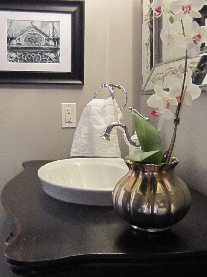 Eclectic Bathroom photo by Lisa Goulet Design