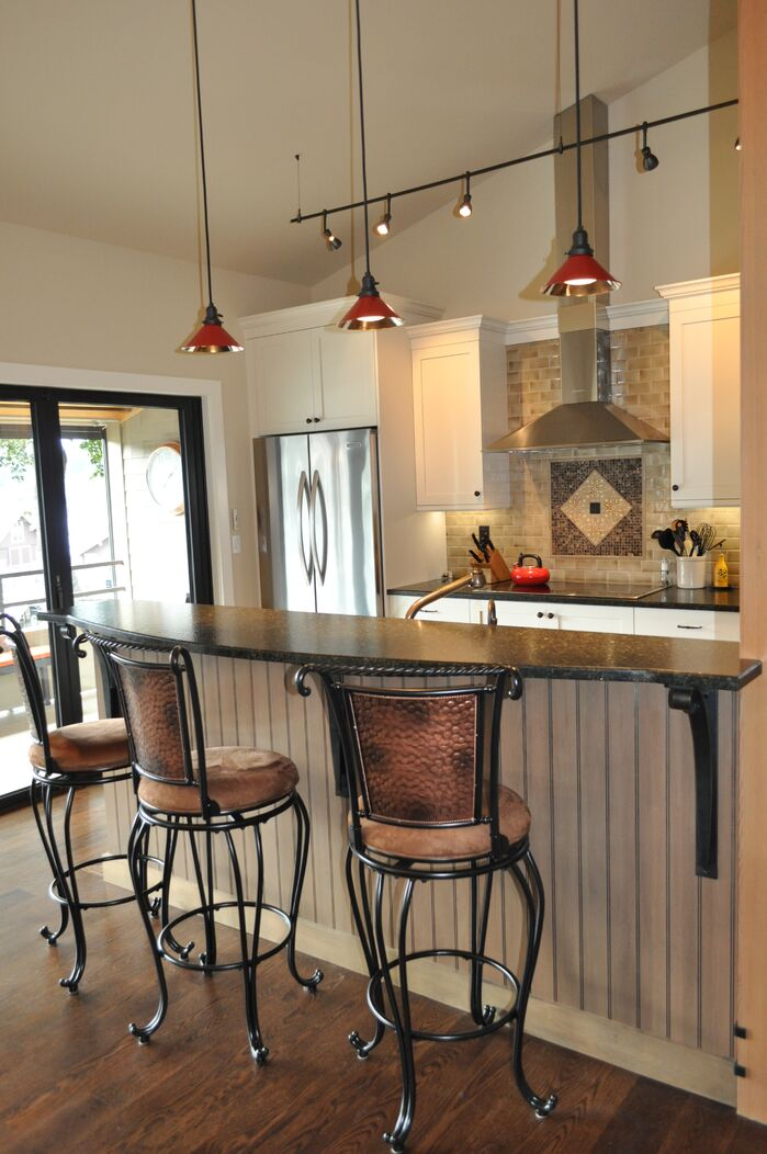 Coastal Kitchen photo by Hamilton Redesigns