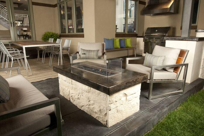 Modern Exterior/Patio photo by Design Platform LLC