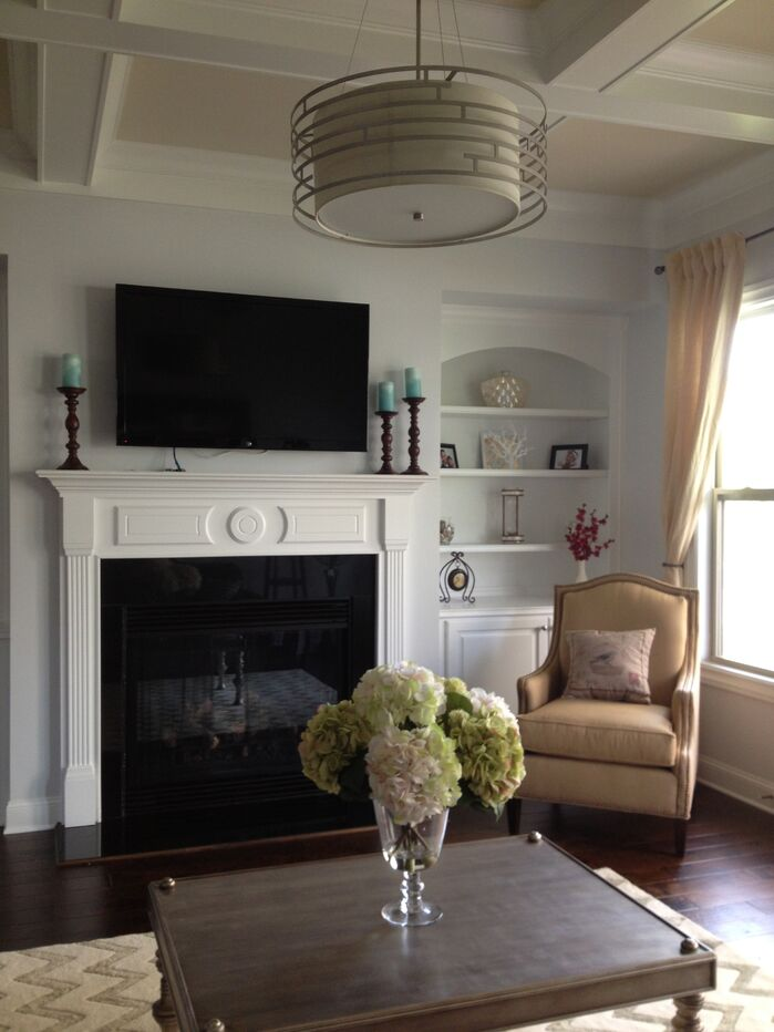 Traditional Living Room photo by Kader Holdings