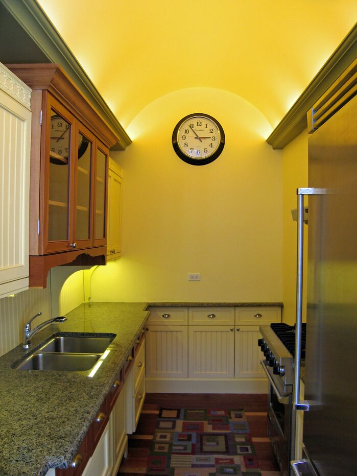 Traditional Kitchen photo by Pyramid Design Group