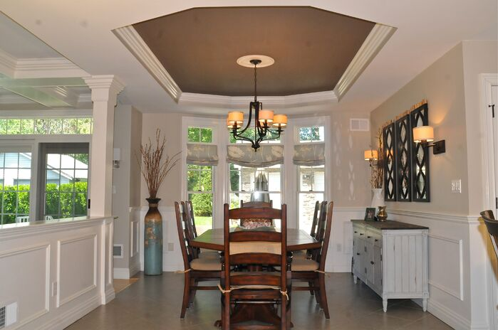 Traditional Dining Room photo by Beth Interiors