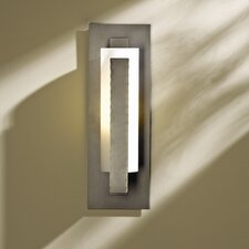 <strong>Hubbardton Forge</strong> Vertical Bar Wall Sconce