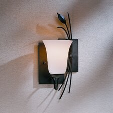 <strong>Hubbardton Forge</strong> Leaf 1 Light Wall Sconce
