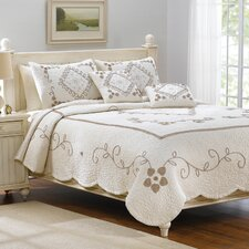 <strong>American Mills</strong> Genevieve Bedding Collection