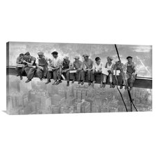 'New York Construction Workers Lunching on a Crossbeam, 1932' b Charles C. Ebbets Photographic Print on Canvas