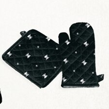 <strong>Sin In Linen</strong> Skull and Crossbones Oven Mitt / Pot Holder Set in Black and White