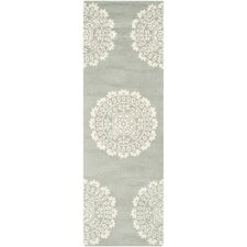 <strong>Safavieh</strong> Bella Gray Rug