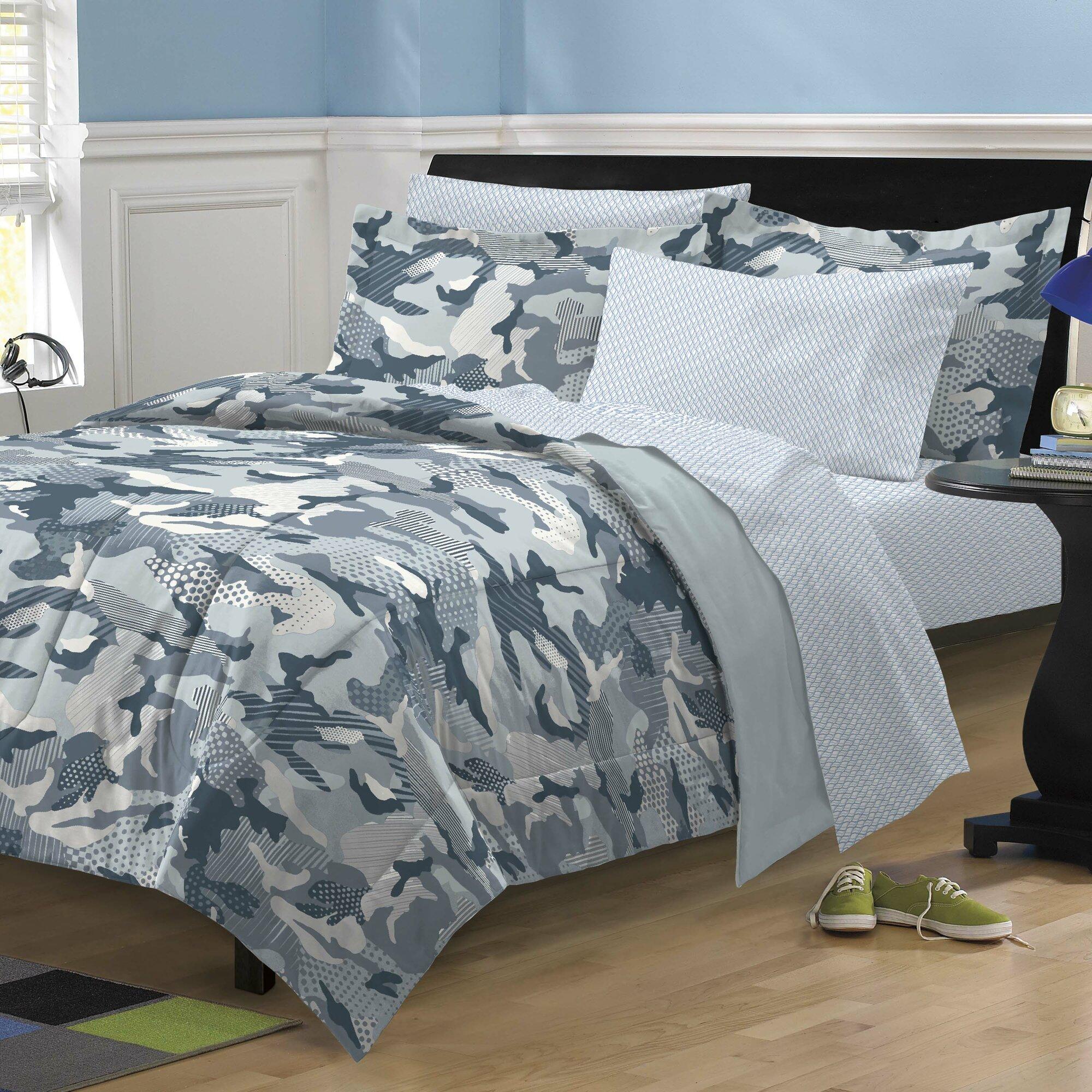 Decorating Ideas > Dorm Room Ideas For The Guys ~ 071408_Camo Dorm Room Ideas