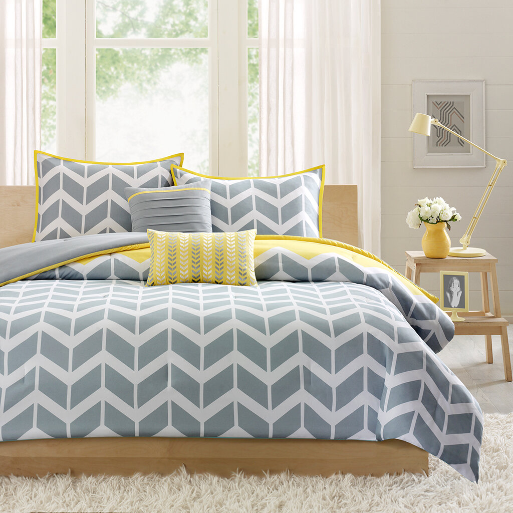 Yellow and Grey Chevron Bedding 1024 x 1024