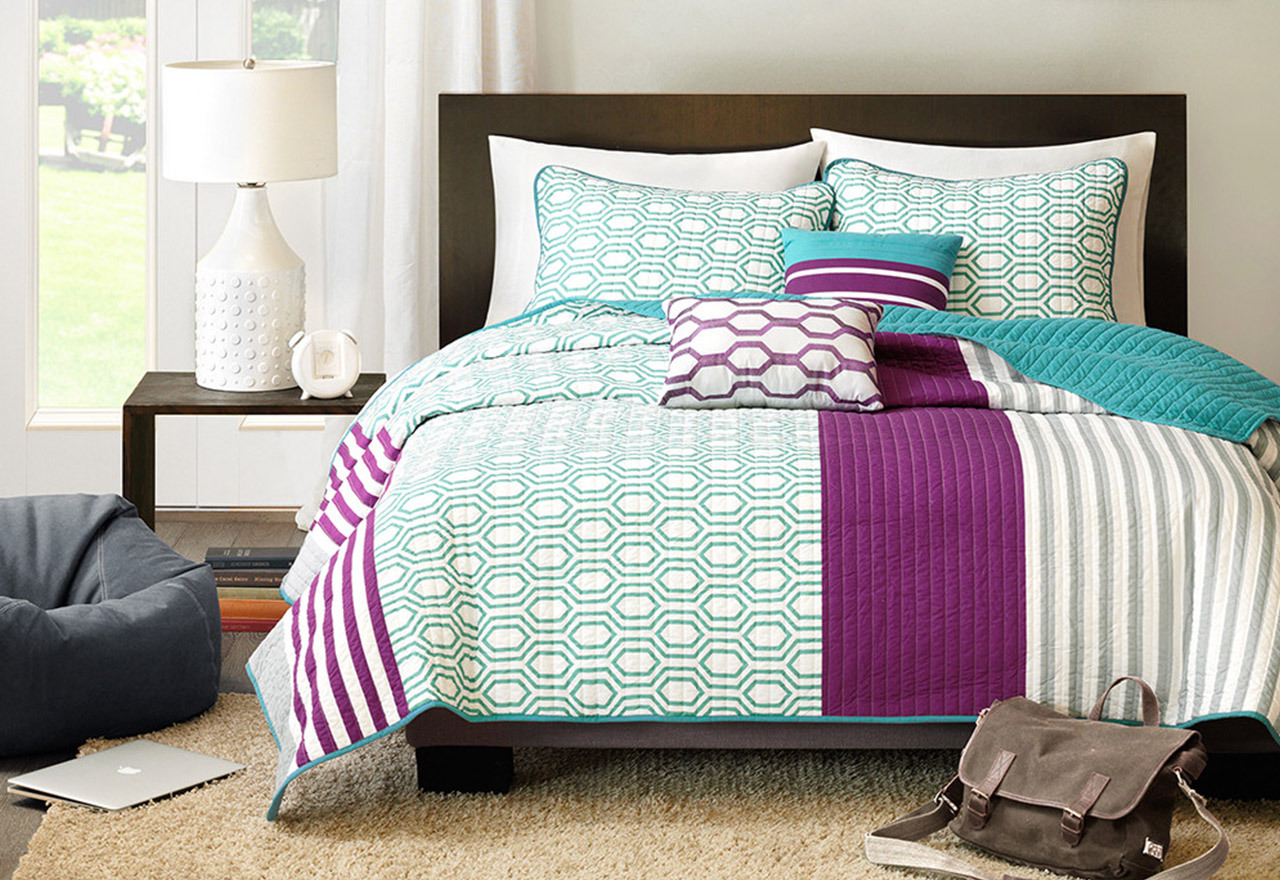 Dorm Designs: Bedding & More